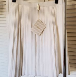 Cruciani White Pleated K/L Skirt Italian NWT NEW